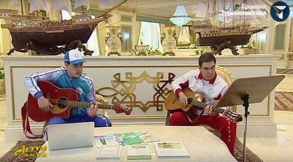 Түрікменбашы немересімен бірге рэп орындады (видео)