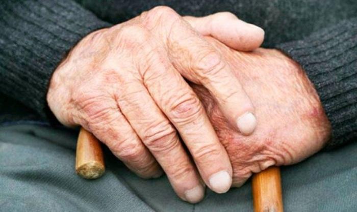 Екі жігіт 84 жастағы қарияны ұрып, тонап кеткен