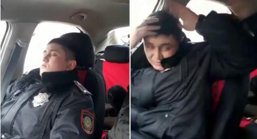 Ұйықтап жатқан полицейді ұрған командир қызметінен кетеді (видео)