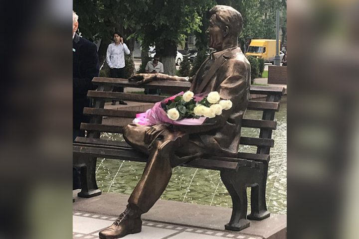 Алматыда Шәкен Аймановтың мүсіні орнатылды