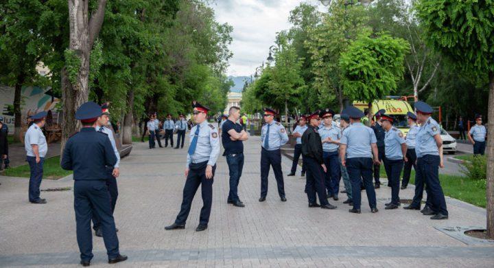 Митинг кезінде үш жүзден астам полицей жарақат алды