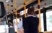 Автобуста кондуктор мен жолаушы төбелесті  (видео)