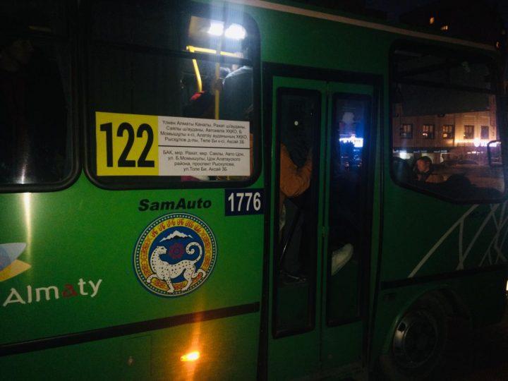 Автобусқа мінудің азабын-ай! (видео)