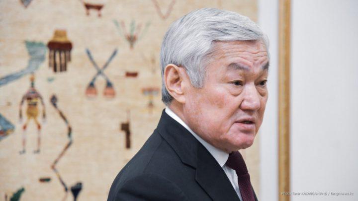 Бердібек Сапарбаев қазақ тіліне қырын қараған қытай компаниясын сынады