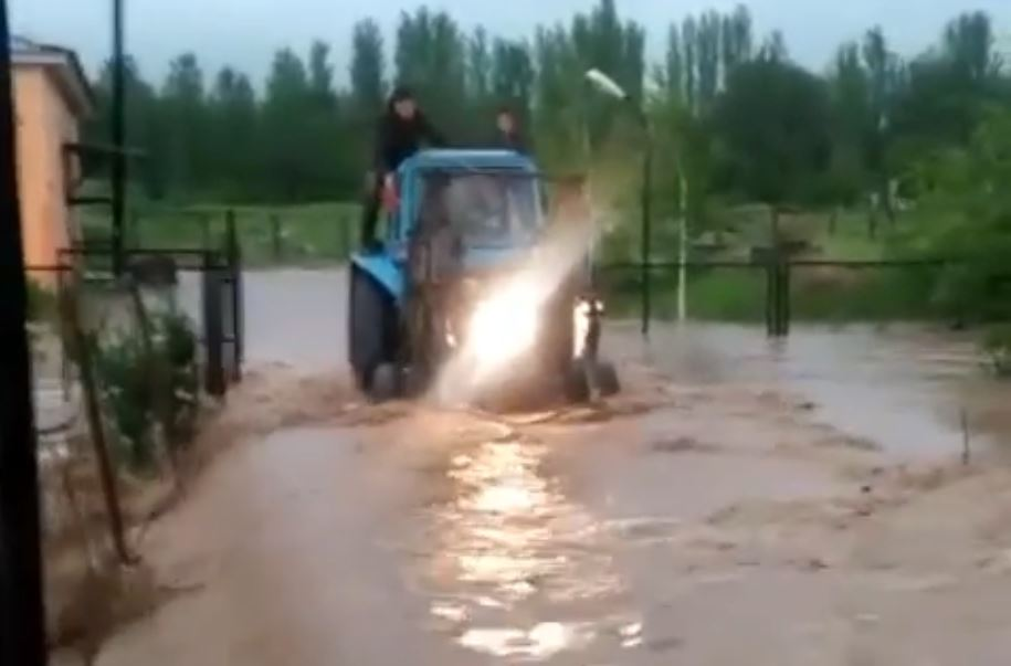 Түркістан облысында ауылдарды су басты (видео)