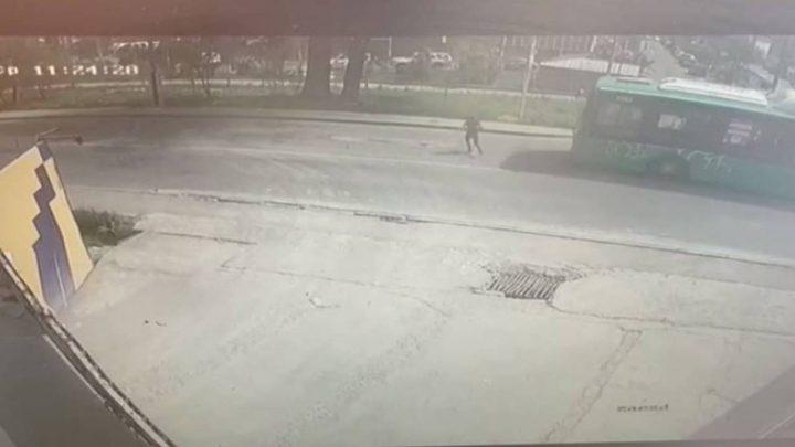 Алматыда автобус қызды қағып кетті (Видео)