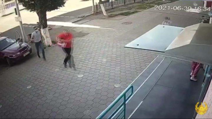 Қарақшылар қарағандылықты банк алдында тонамақ болды (Видео)