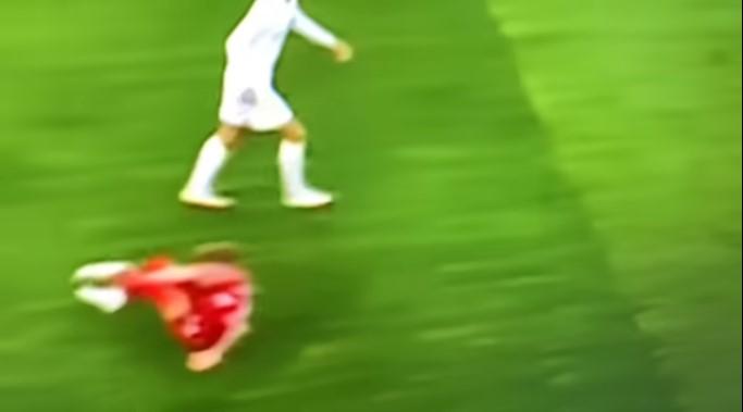 «Ливерпуль» ойыншысы матч кезінде сұмдық жарақат алды (Видео)